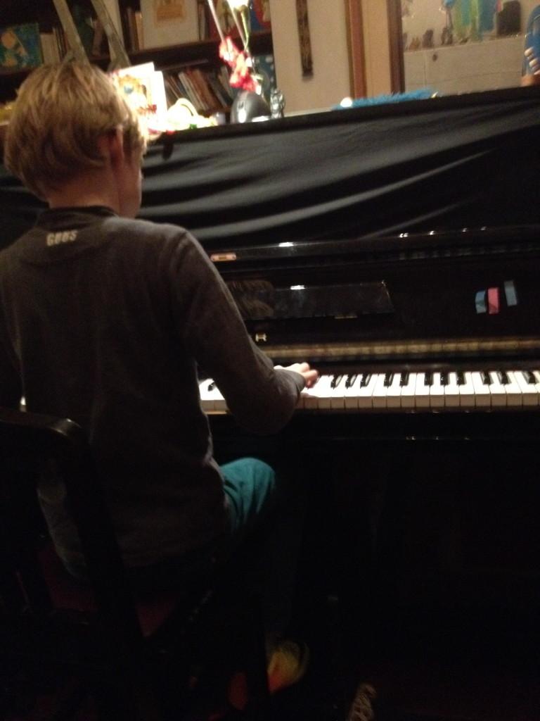Jan aan de piano: foto gemaakt door Herre