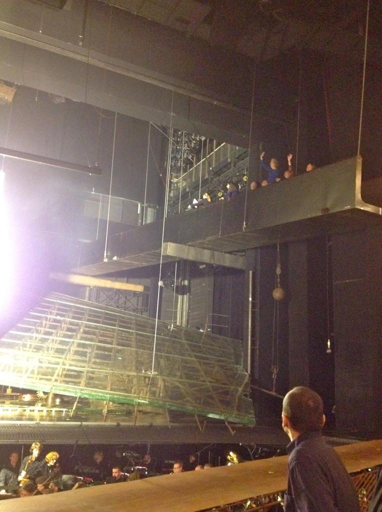 Het podium van De Ring loopt heel ver door in de zaal