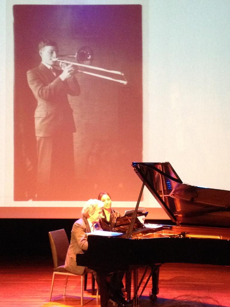 Marcel Worms aan de piano tijdens de concertlezing op 9 februari jl