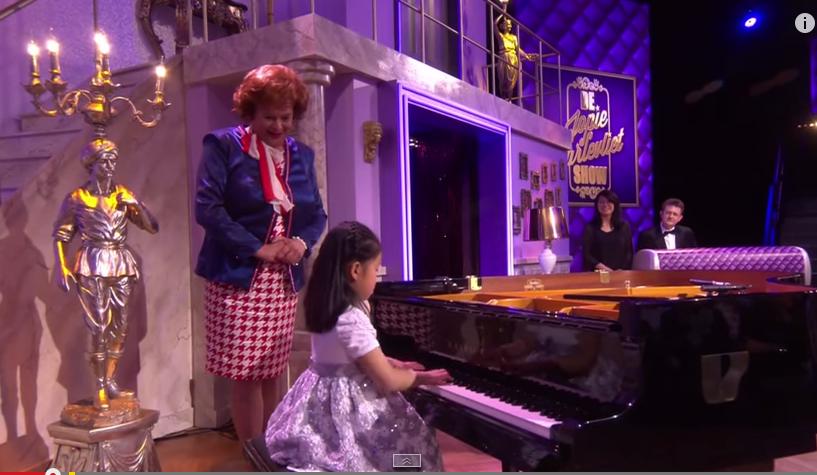 Alyssa tijdens optreden in Jopie Parlevliet show