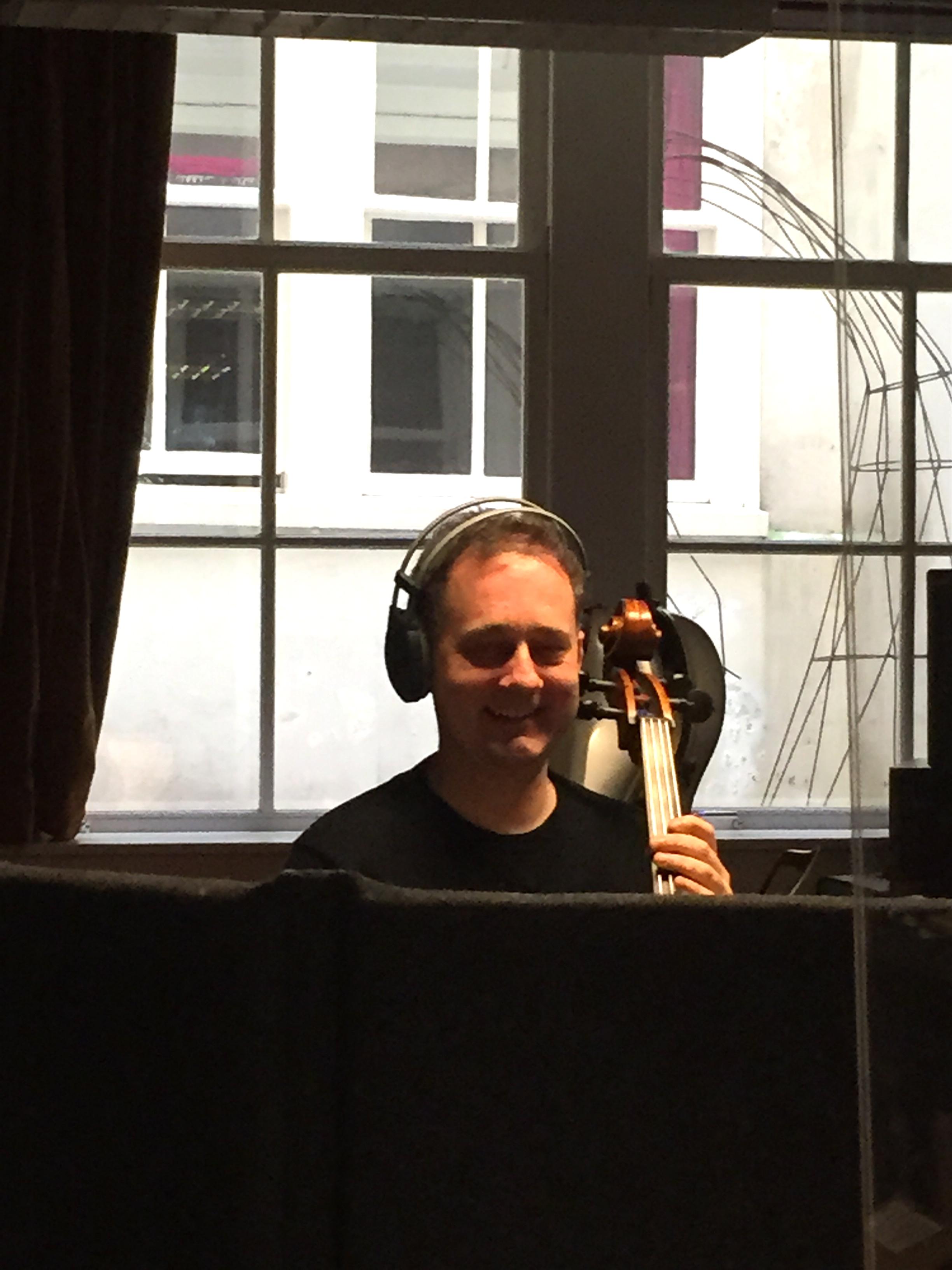 Brendan met koptelefoon