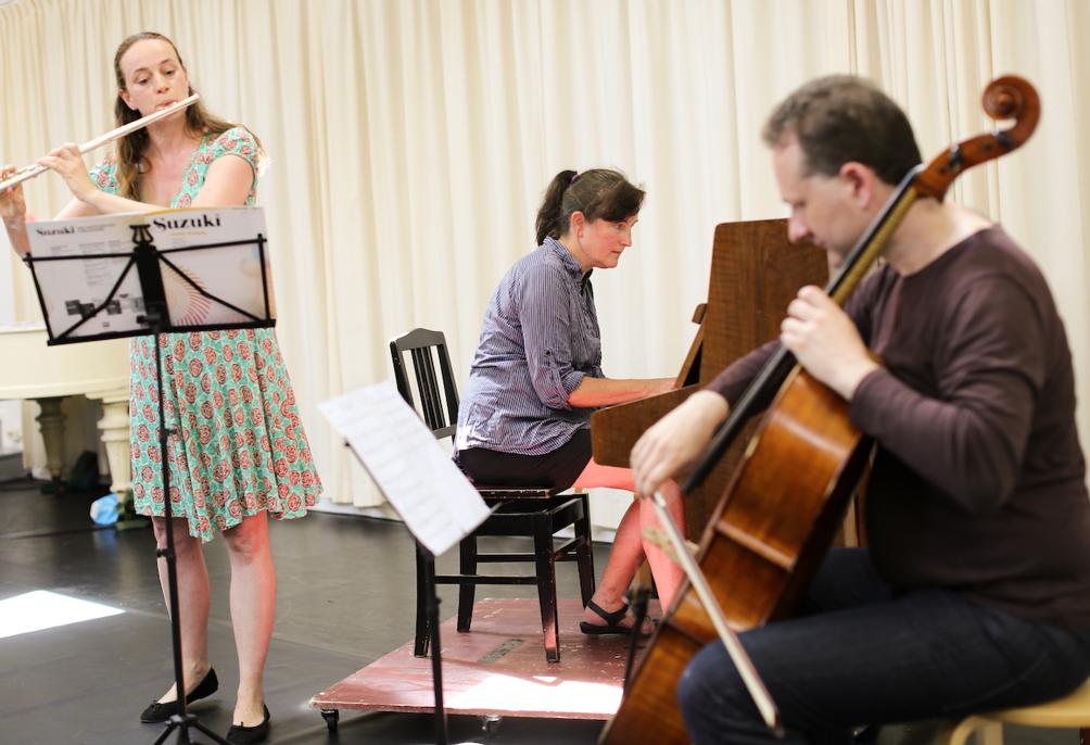 Gerda, Brendan & Heleen tijdens concert