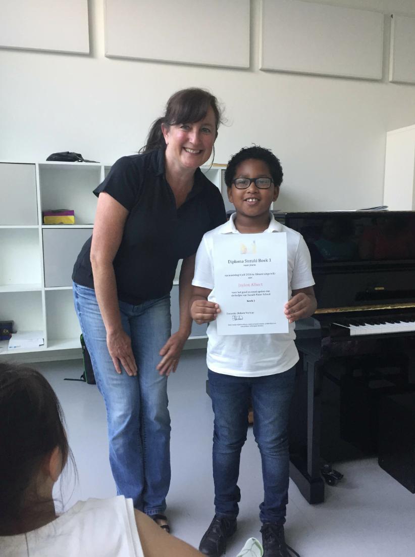 Jaylen met diploma
