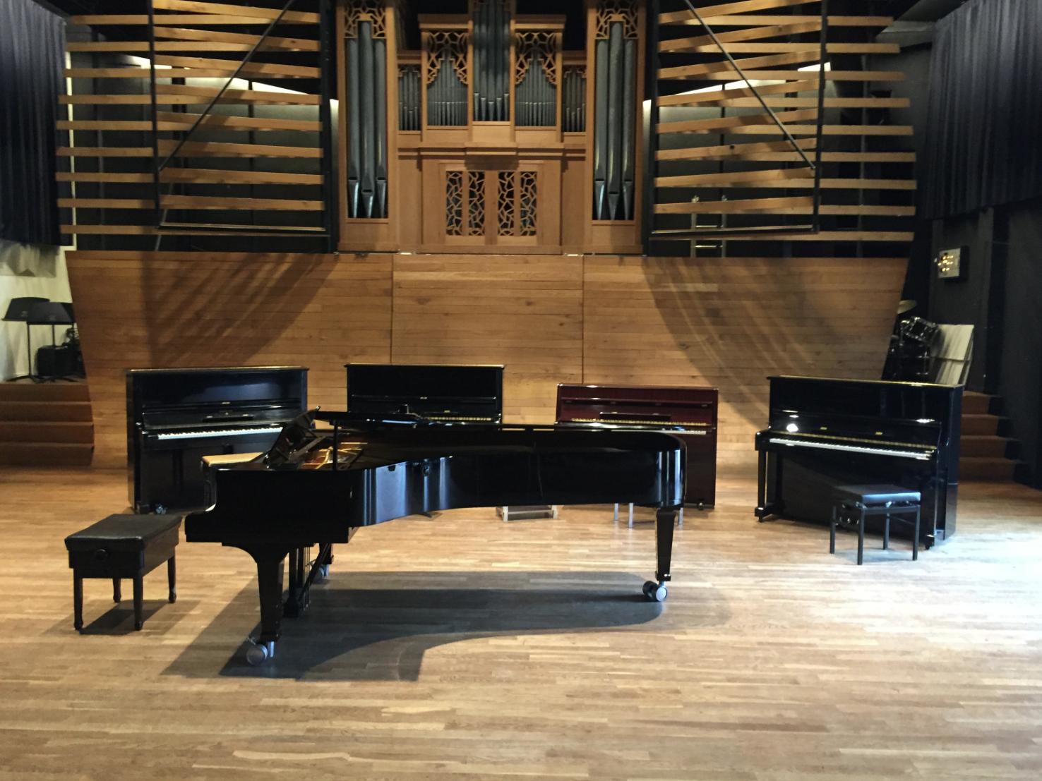 Stilte voor de 'storm' van 16 pianisten