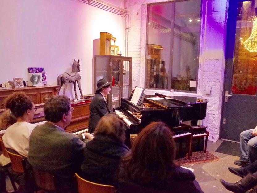 Bij René van Beeck Piano's Vleugels en Podium