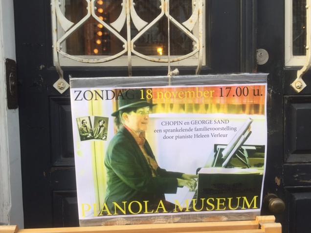 Affiche op de deur van het Pianola Museum